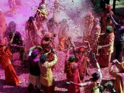 Choose Best Gulal Your Love Luck On Holi Festival