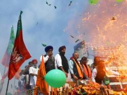 Minor Mishap Disturbs Arun Jaitley S Roadshow Amritsar Lse