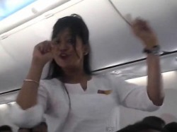 Mid Air Holi Celebration Dance Lands Spicejet Trouble