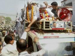 Arvind Kejriwal Punched During Campaigning In Delhi Lse