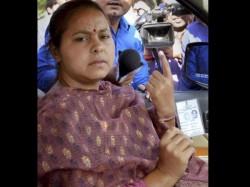 Lalu Yadav S Daughter Misa Bharti Damages Evm Machine Lse