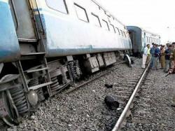 Feared Dead Over 25 Injured Passenger Train Derails In Maharashtra Lse