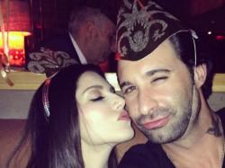 Sunny Leone Gets Emerald Diamond Necklace On Birthday