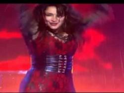 Madhuri Dixit Get Sensous Look On Jhalak Dikhhla Jaa 7 S First Episode