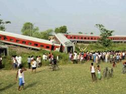 Rajdhani Express Derails Near Chhapra Bihar 4 Killed