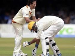 Yuvraj Touched Tendulkar S Feet