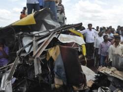 Children Dead A Collide Between School Bus Tran Telangana