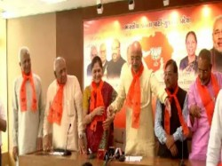 Gandhinagar Congress Leader Has Joined Bjp With 8 Other Members