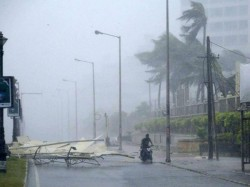 Hud Hud Cyclone 8 Killed In Andhra Pradesh And Odisha