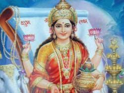 Tips Worshiping Maa Lakshmi On Diwali