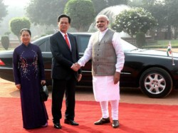 Pm Modi Holds Talk With Vietnam Pm To Boost Ties