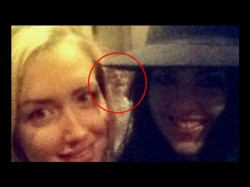 Omg Ghost Appears A Selfie Clicked At London Bar