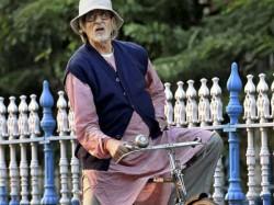 Amitabh Bachchan Cycles Kolkata Piku