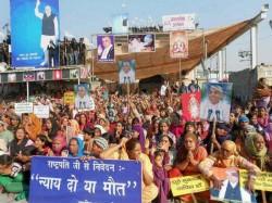 Gunfight At Godman Rampal S Ashram Hisar Devotees Take On Cops