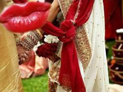 Uttar Pradesh Excited Bhabhi Kissed Groom Bride S Anger Family Broke Wedding Aligarh