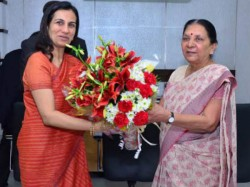 Icici Bank Ceo Chanda Kochar Meet Gujarat Cm Anandiben Patel