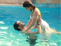 Video Pics Jacqueline Fernandez Arjun Rampal Sizzles Roy Song Boond Boond
