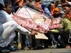 Bajarang Dal Activists Arrested For Protesting Velentine Day Hydarabad