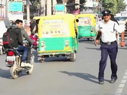 Meet The Michael Jackson Of India Who Stops The Traffic Through His Dance Move