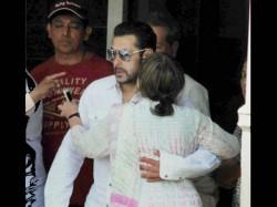 Salman Khan Gets Bail Sentence Suspended Fans Celebrate