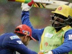 Know Why Chris Gayle Ran Behind Yuvraj Singh With Bat Raised Hand
