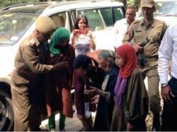 Pics Salman Khan Meet With Adopted Widow Family Kashmir