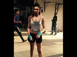 Deepika Padukone Spotted Without Make Up Looks Superhot