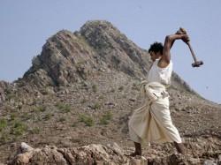 Manjhi The Mountain Man Movie Review In Gujarati