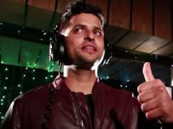 Video Cricketer Suresh Raina Sings Tu Mili Sab Mila Meeruthiya Gangsters