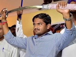 Hardik Patel Threatens Team India To Enter Into The Ground For Third Odi 027597 Pg