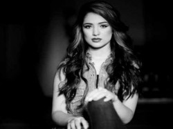 Pics Meet Irfan Pathan Beautiful Model Wife Safa Baig 028440 Pg