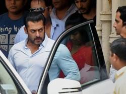 Bollywood Celebs React Salman Khan S Black Buck Case Acquittal 029707 Pg