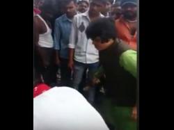 Trupti Desai Beats Up Man In Public Video Goes Viral