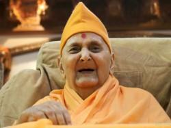 Check Who Said What About Pramukh Swami At Social Media