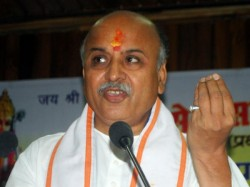Pravin Togadia Said That Shoot Those Who Talks About Pakista