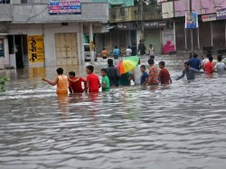 Flood Type Situation Near Vadodara Ahmedabad On Alert