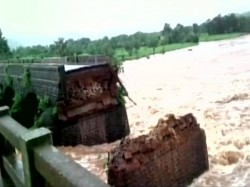 Bridge On Mumbai Goa Highway Collapses 22 People And 2 Buses Missing