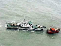 Pakistani Boat With 9 Crew Apprehended Coast Gaurd Off Gujarat Coast