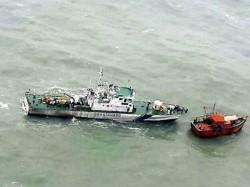 Bsf Seized An Abandoned Pakistani Boat From Tota Guru Post