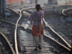 Vanar Sena Teach Big Lessons The Men Defecating Public