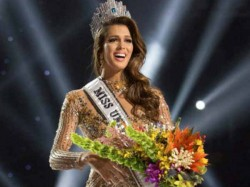 Miss Universe 2017 France S Iris Mittenaere Gets The Crown