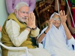Congress Woman Wing Protest Front Pm Modi S Mother Hiraba House