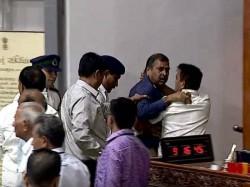 Update On Congress Bjp Leader Clash In The Gujarat Assembly