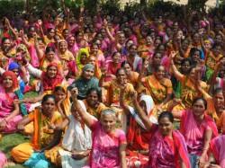 Anganwadi Women Protest Throughout Gujarat