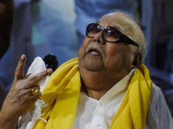Intruder Threatens Karunanidhi S Wife At Gun Point