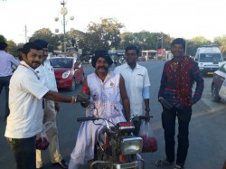 Amreli Traffic Police Unique Experiment Make People Follow Traffic Rules