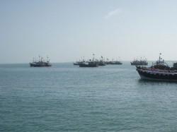Gujarat Boat 18 Fishermen Abducted Pakistan Marines