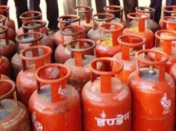 Gas Cylinder Price Increase From This Holi Festival