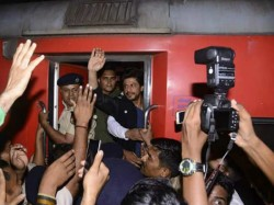 Shahrukh Khan Summoned Vadodara Rail Police Reason Raees