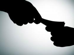 Vadodara Acb Arrested Congress Leader His Son Taking Bribe